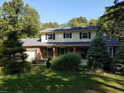 Chardon Single Family Home For Sale: 11572 Oak Hollow Dr