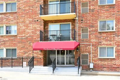 Lakewood Condo/Townhouse For Sale: 15555 Hilliard Rd #803D