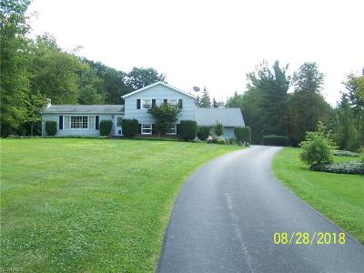 Geauga County Single Family Home For Sale: 7955 Thornapple Ln