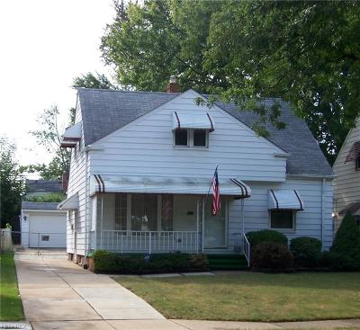 Maple Heights Single Family Home For Sale: 5624 East 141st St