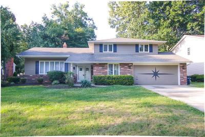 Lyndhurst Single Family Home For Sale: 5179 Hickory Dr