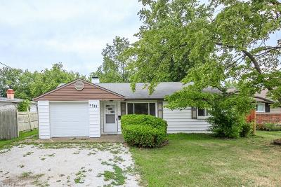 Mentor-On-The-Lake Single Family Home For Sale: 7981 Lakeshore Blvd