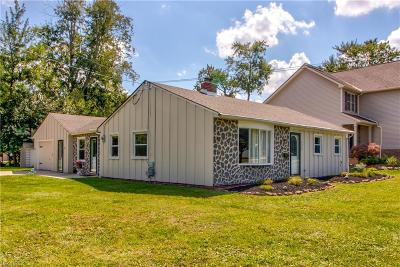 Middleburg Heights Single Family Home For Sale: 6829 Middlebrook Blvd
