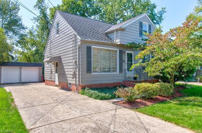 Maple Heights Single Family Home For Sale: 15214 Corkhill Rd