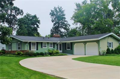 Strongsville Single Family Home For Sale: 7901 Oxford Dr
