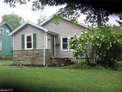 Chardon Single Family Home For Sale: 327 South St