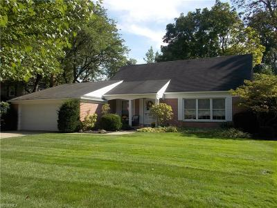 Parma Heights Single Family Home For Sale: 9489 Greenbriar Dr
