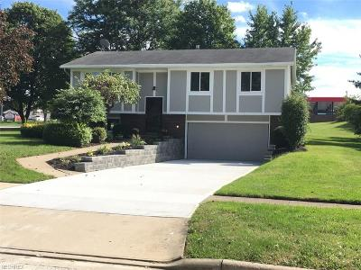 Twinsburg Single Family Home For Sale: 8868 White Oak Dr