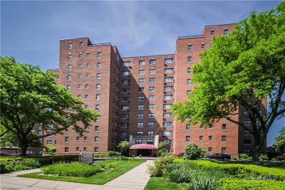 Lakewood Condo/Townhouse For Sale: 11720 Edgewater Dr #213