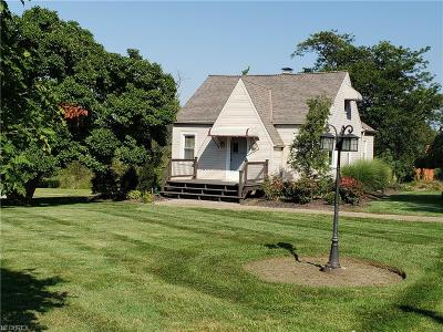 Painesville Single Family Home For Sale: 320 Bowhall Rd