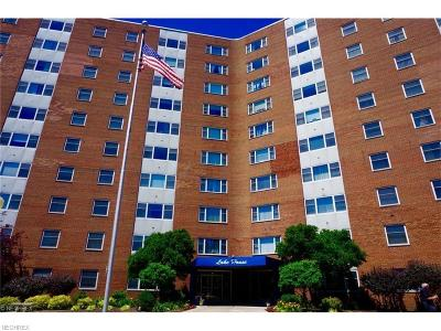 Lakewood Condo/Townhouse For Sale: 11850 Edgewater Dr #501