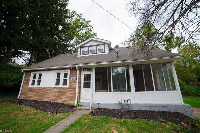 Solon Single Family Home For Sale: 27105 Aurora Rd