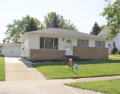 Maple Heights Single Family Home For Sale: 16116 Rockside Rd