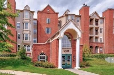 Mayfield Heights Condo/Townhouse For Sale: 200 Fox Hollow Dr #108