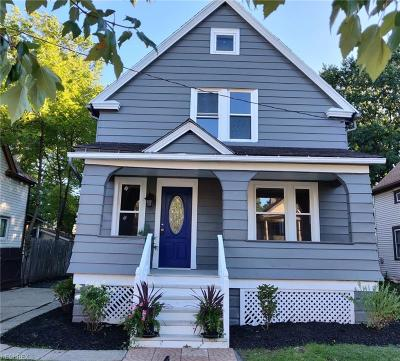 Lakewood Single Family Home For Sale: 11811 Franklin Blvd