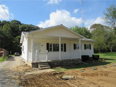 Zanesville Single Family Home For Sale: 3445 Old River Rd