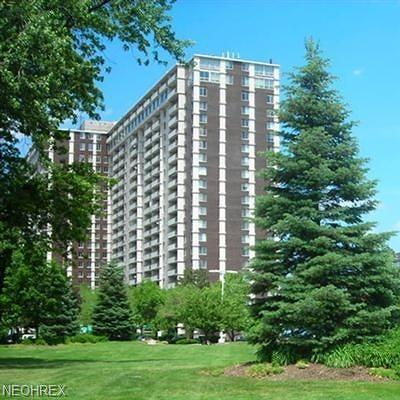 Lakewood Condo/Townhouse For Sale: 12900 Lake Ave #1021