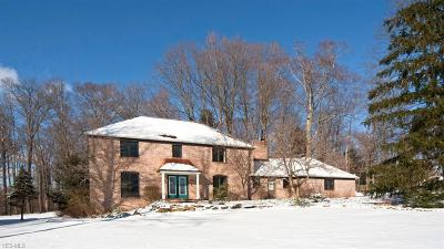Geauga County Single Family Home For Sale: 8778 Tanglewood Trl