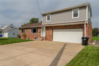 Brook Park Single Family Home For Sale: 15310 Susan Dr