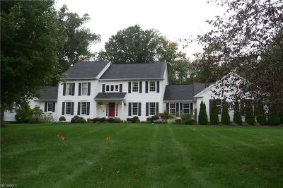 Geauga County Single Family Home For Sale: 83 Bishop Dr