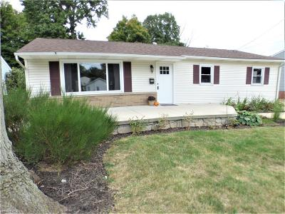 Mentor-On-The-Lake Single Family Home For Sale: 5909 Lake Rd