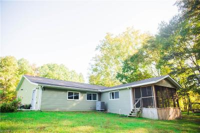 Zanesville Single Family Home For Sale: 1820 Gilbert Rd