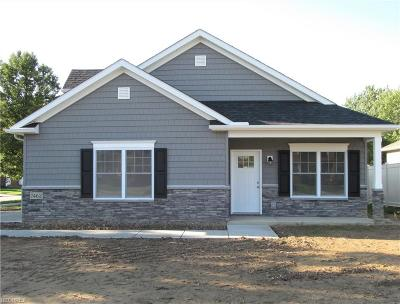 Middleburg Heights Single Family Home For Sale: 7462 Pearl Rd