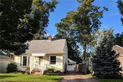 Lakewood Single Family Home For Sale: 14710 Delaware Ave
