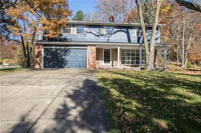 North Royalton Single Family Home For Sale: 4616 Oakridge Dr