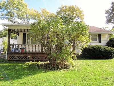 Elyria Single Family Home For Sale: 323 Olive St