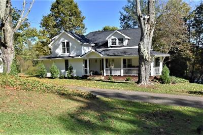 Geauga County Single Family Home For Sale: 8944 Music St
