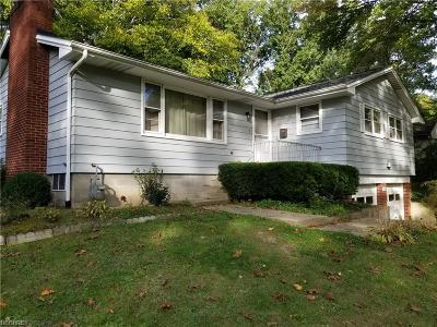 Canfield Single Family Home For Sale: 150 Hilltop Blvd
