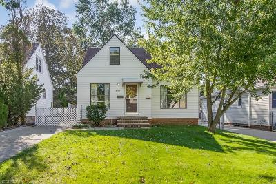 Parma Single Family Home For Sale: 8509 Pinegrove Ave