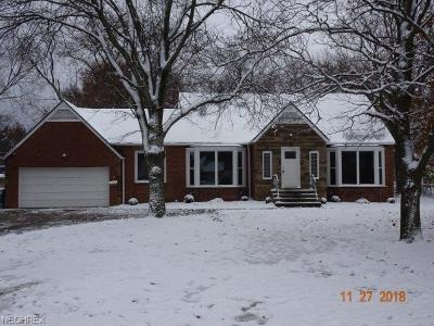 Parma Heights Single Family Home For Sale: 6435 Olde York Rd