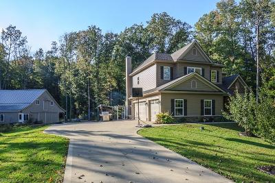 Chardon Single Family Home For Sale: 9000 Knotty Pine Ln
