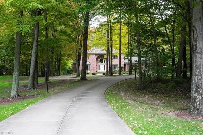 Cuyahoga County Single Family Home For Sale: 440 Hawthorne Farms