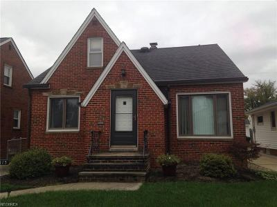 Parma Single Family Home For Sale: 8115 Oxford Dr