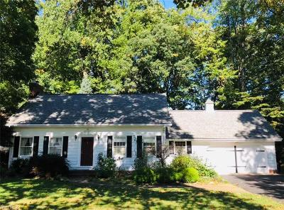 Lake County Single Family Home For Sale: 8525 Hilltop Dr