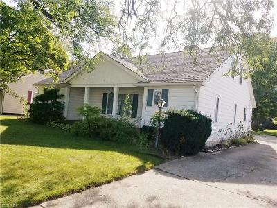 Lorain Single Family Home For Sale: 2342 Eastlawn St