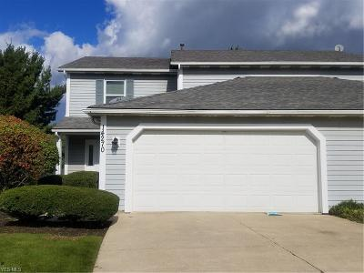Strongsville Single Family Home For Sale: 14270 Bent Tree Ct
