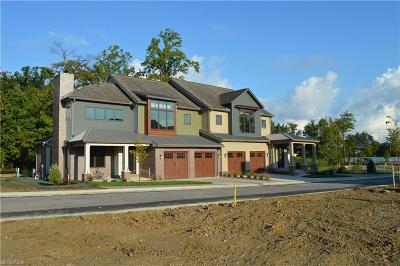 Pepper Pike Single Family Home For Sale: 2450 Edgewood Trace