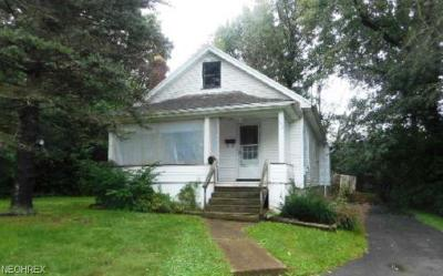 Youngstown Multi Family Home For Sale: 157-159 Meadowbrook Ave