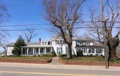 Ashtabula Single Family Home For Sale: 1525 Bunker Hill Rd