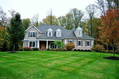 Geauga County Single Family Home For Sale: 7480 Faraway Trl