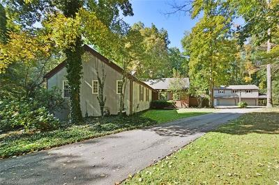 Chagrin Falls Single Family Home For Sale: 16520 Heatherwood Ln