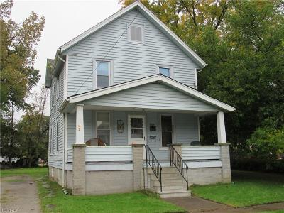 Lorain County Multi Family Home For Sale: 142 Bath St