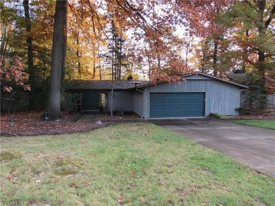 Strongsville OH Single Family Home For Sale: $190,000