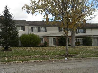 Twinsburg Condo/Townhouse Contingent: 2051 Presidential Pky #32
