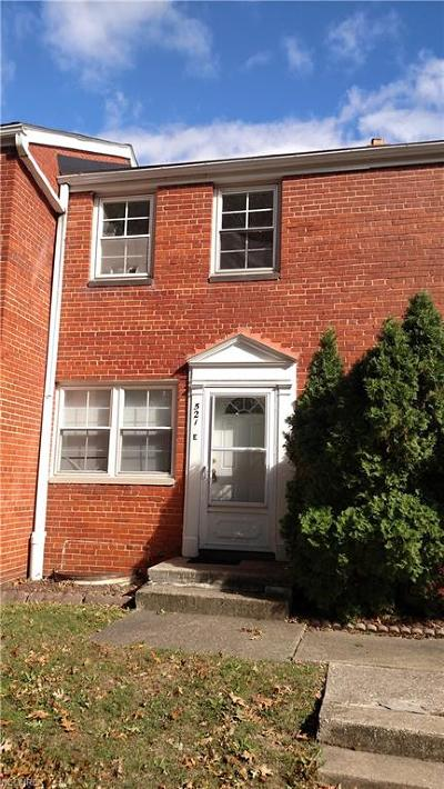 Euclid Condo/Townhouse For Sale: 521 Kenwood Dr #E5