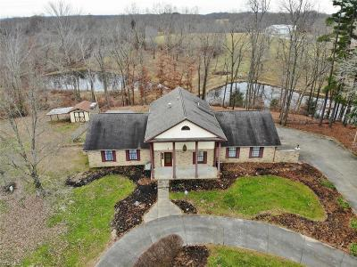 Guernsey County Single Family Home For Sale: 65726 Hopewell Rd